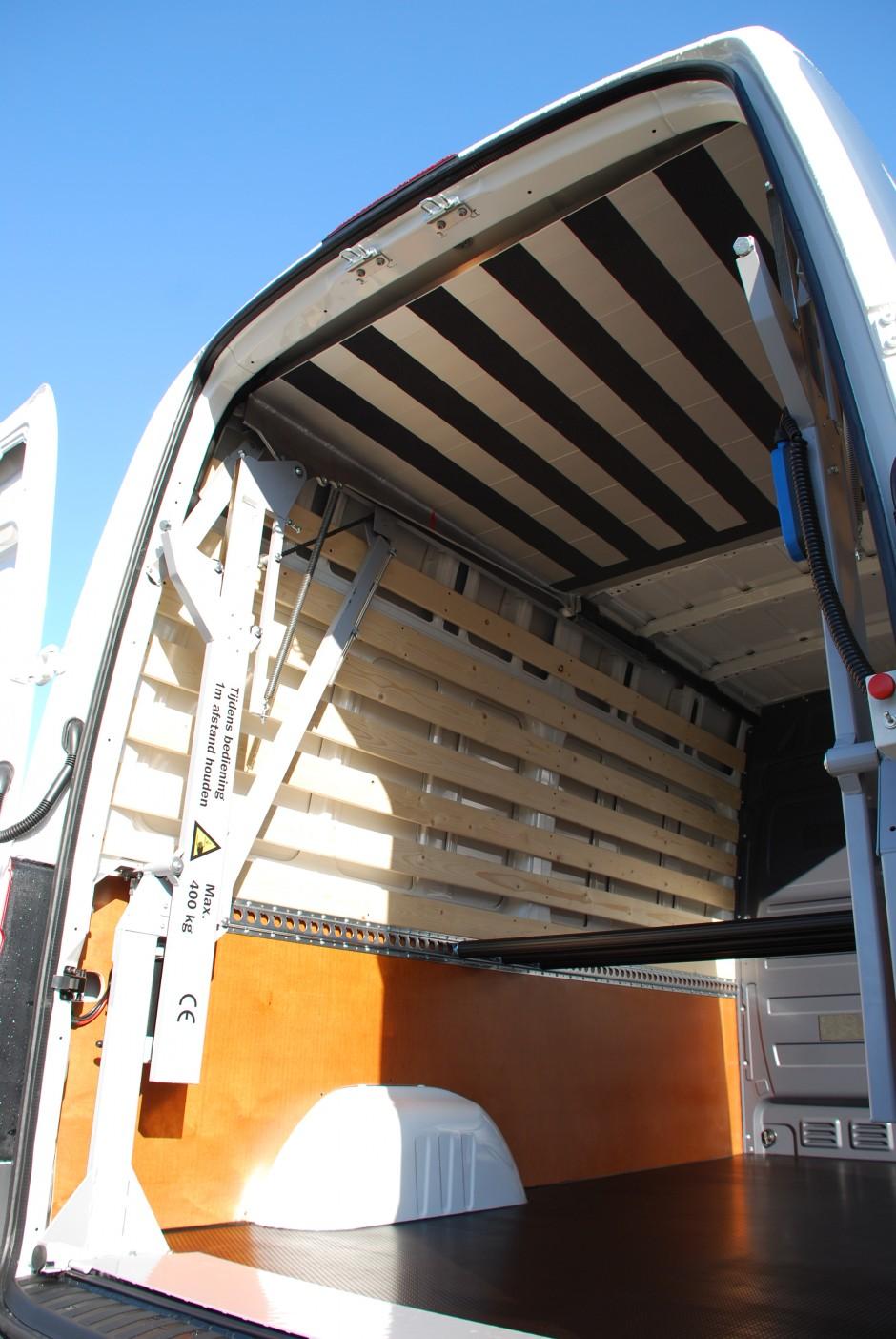 Easyloader in bedrijfswagen met lat om lat bekleding